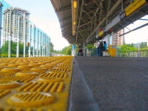 lougheed skytrain station platform burnaby